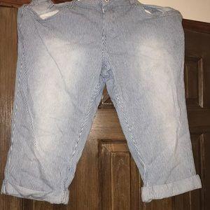 Levi's Shorts - Levi capris